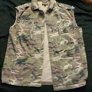 Sleeveless Camouflage  jacket